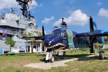 【台南景點】全臺軍事迷們!臺南軍事景點逛起來|S-2T反潛機鯊魚機|M5A1輕戰車|M8自走榴炮車|解讀臺南軍事史摺頁下載~~安平定情碼頭德陽艦園區