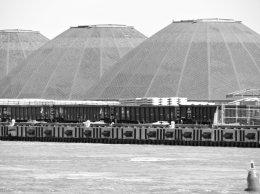 docks Oswego River BW
