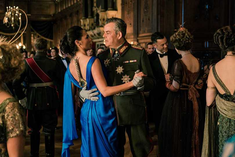 Gal Gadot, Danny Huston - deadly maneuvers