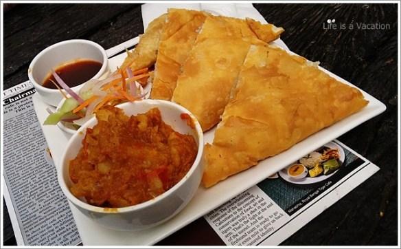 Ghugni- Royal Mughlai Paratha, Bengal Tiger Cafe, Kolkata