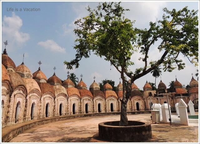 Kalna-108-Shiva-Temple-Courtyard