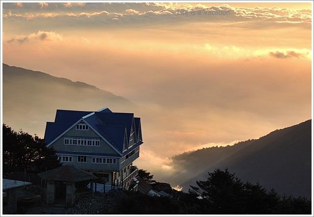 Sandakphu_Trek_House_Sunrise