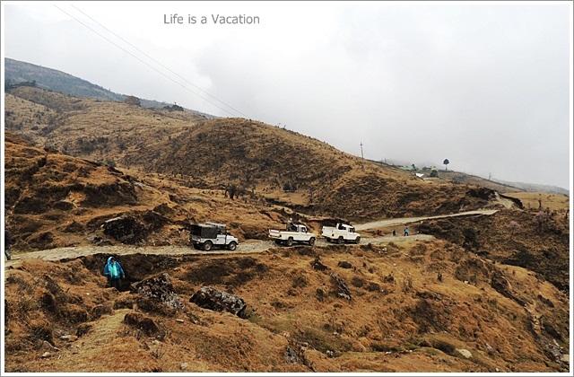 Sandakphu_Trek_Tonglu_Cars
