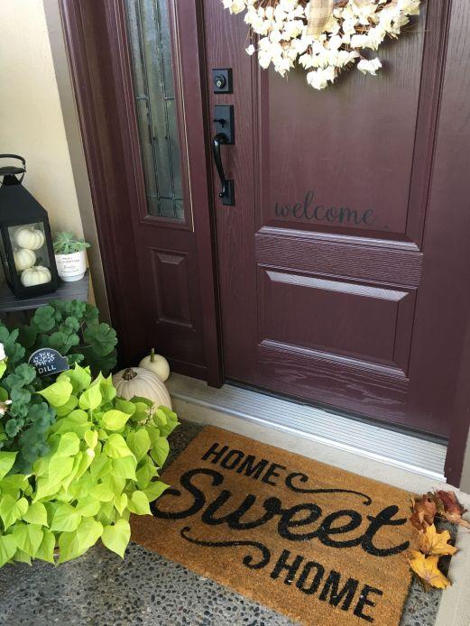 Simply Festive Fall Porch Decorating 15