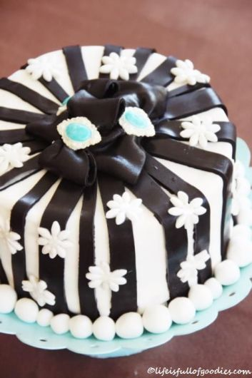 Schwarz-weiße Geburtstagstorte für Ulrich