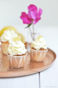 Zitronen-Lemon-Curd Cupcakes von Dani von Fabulous Food http://fabulousfood.de/?p=1536