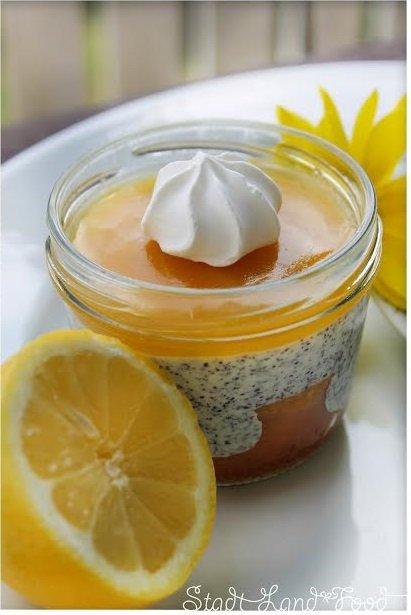 Zitronenkuchen im Glas mit Mohnquarkcreme und Lemon Curd von Sandra von Stadt-Land-Food http://www.stadt-land-food.de/zitronenkuchen-im-glas-dessert-mit-mohnquarkcreme-lemon-curd/