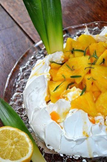 Zitronige Ananaspavlova von bashioni von Mybashion http://mybashion.blogspot.de/2014/05/zitronige-ananaspavlova.html
