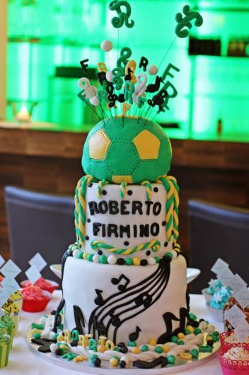 Birthday Cake für Roberto Firmino
