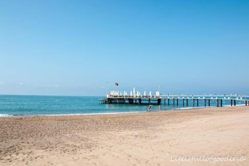 Der Strand und die Bar