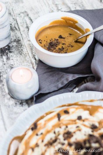No bake - White Chocolate Cheesecake mit Karamell und Oreoboden