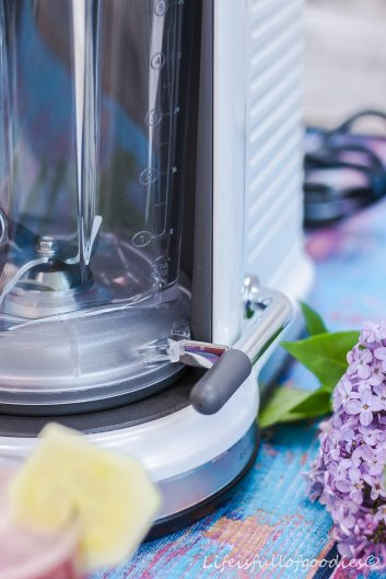 Der KitchenAid Magic Drive Blender und ein Smoothie