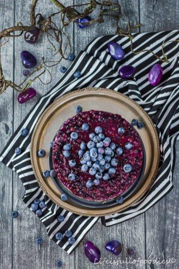 Heidelbeerkuchen mit Cremefüllung und Mandelboden