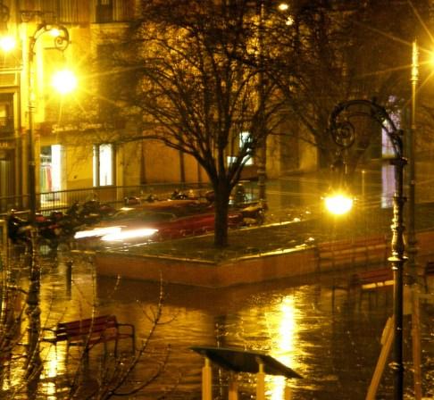 Orange reflections in a rainy night