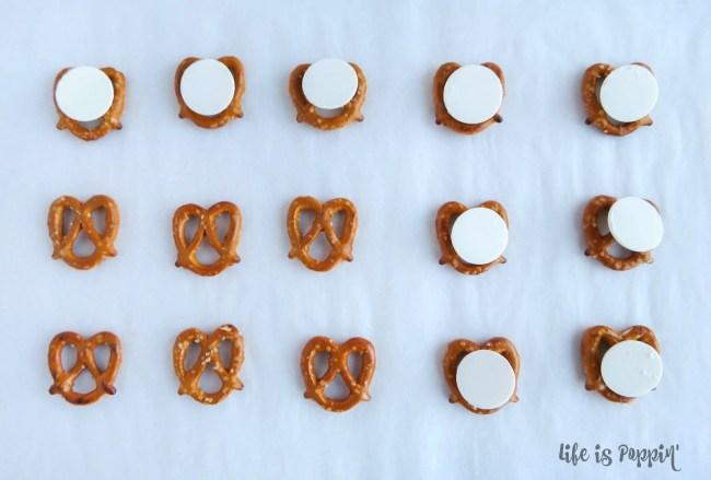 easy-holly-pretzel-bites-chocolate