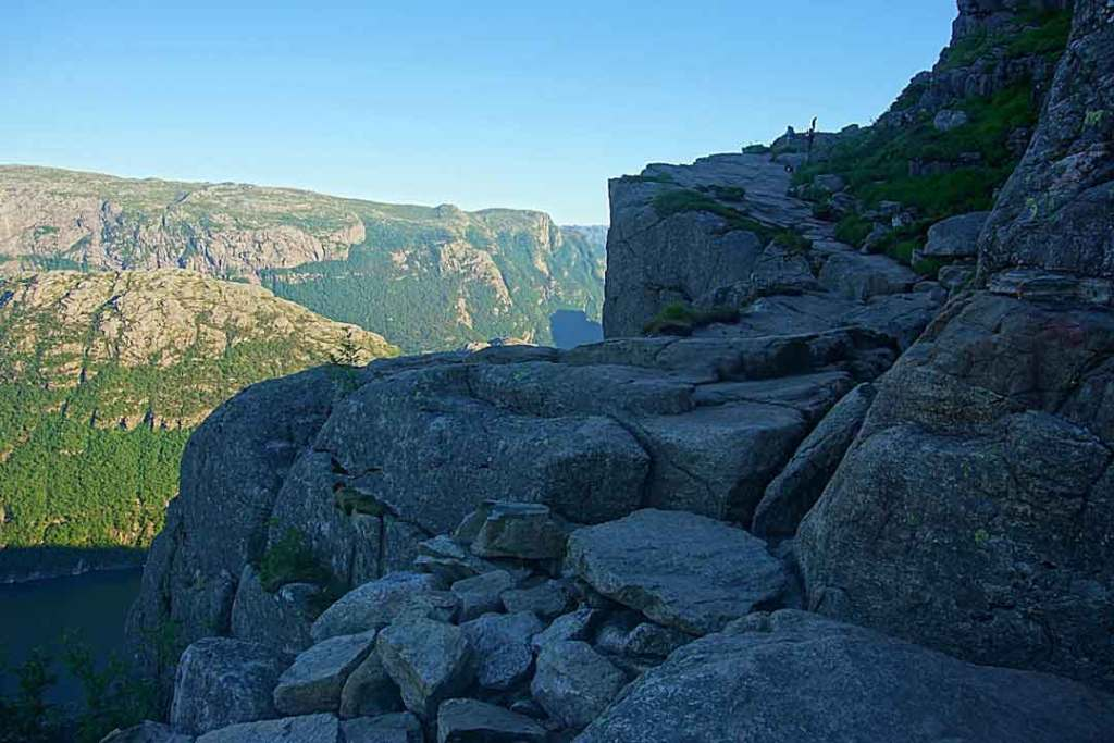 Path follows the rock right by the precipice