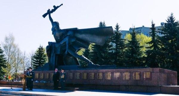 Монумент Славы в Костроме на площади Мира: описание и фото