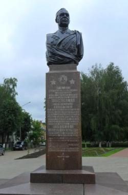 Памятник маршалу А. А. Новикому в Костроме: описание и фото