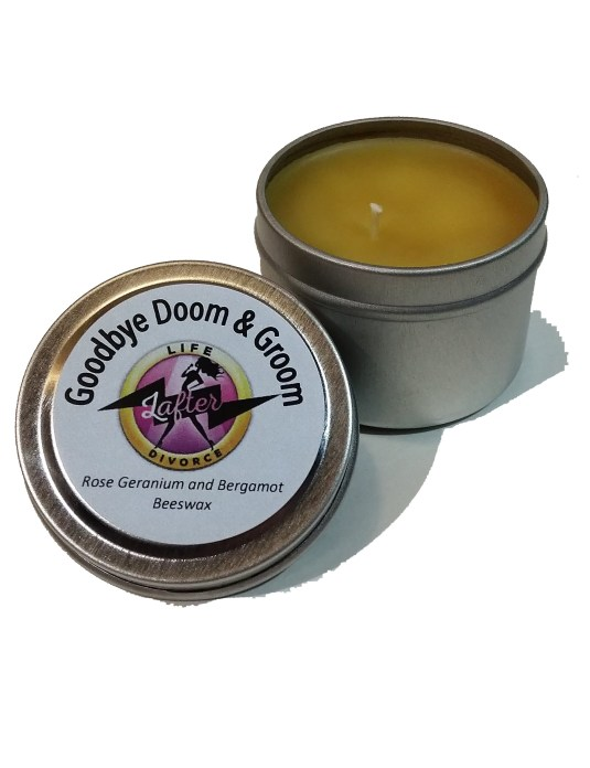divorce_aromatherapy_beeswax_candle_rose_geranium_bergamot_2oz_tin_open