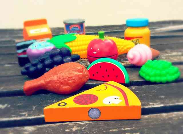 Image of toy food for the rules of playing cafe with a toddler