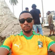 Serge Beynaud chante l'hymne de la CAN Gabon 2017