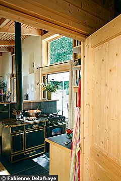 экодом из бревен дерева кухня интерьер