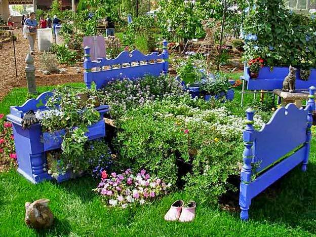 старая мебель на даче в саду оригинальная клумба идея для дачи