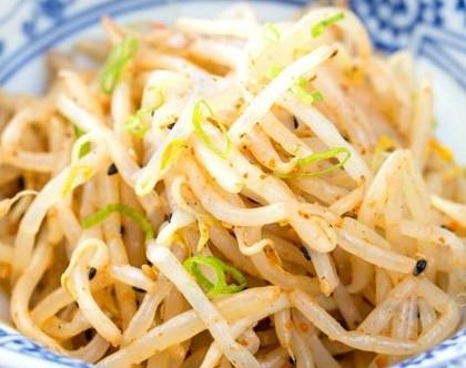 Салат из соевых проростков