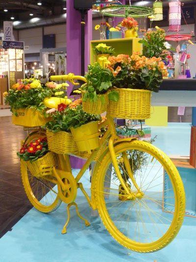 Декорирование старого велосипеда цветами
