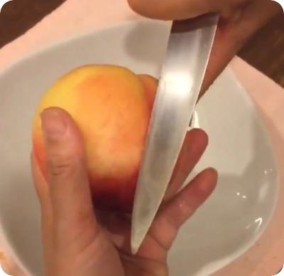 桃 皮のむき方 簡単 包丁 かゆい
