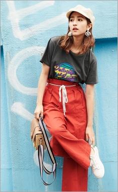 ストリート系ファッションの堀田茜
