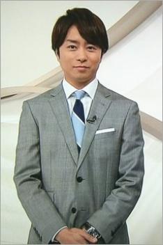 スーツ姿の櫻井翔