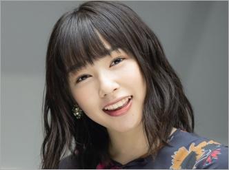 微笑む桜井日奈子