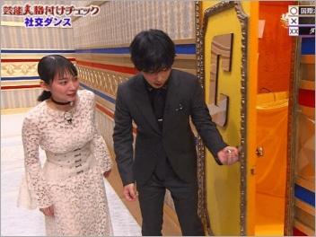 そっと扉を開ける千葉雄大と吉岡里帆