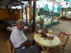 Dad & Elizabeth Cafe Nubes