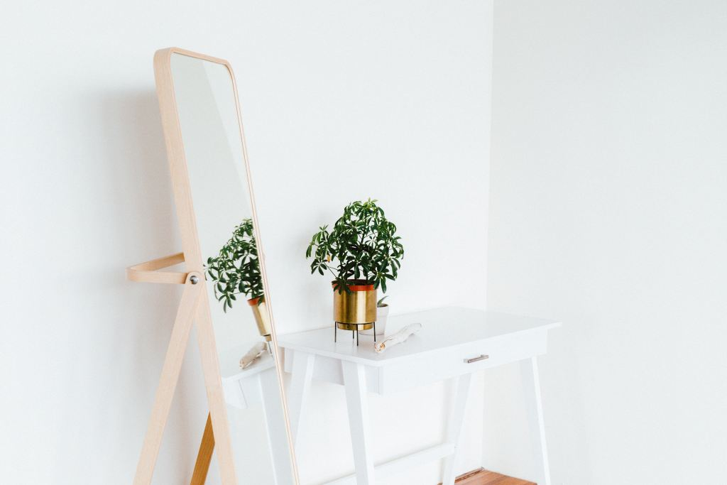 Stand up mirror, 6 Creative Tips to Make a Small Home Multifunctional