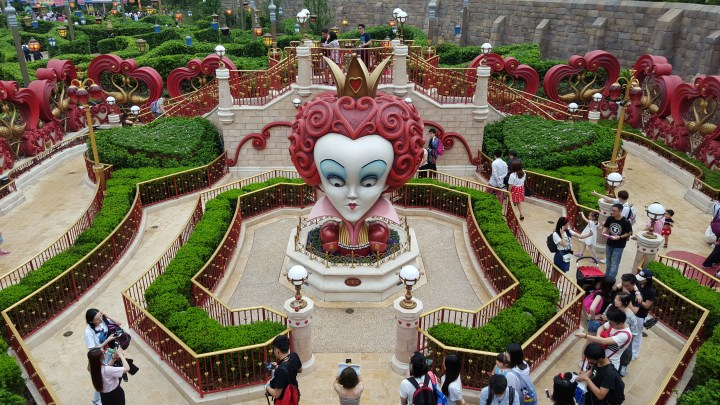 shanghai disneyland - alice in wonderland 13