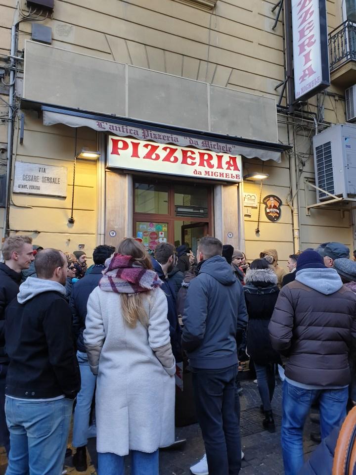 Tasting pizza in Napoli: L'Antica Pizzeria da Michele