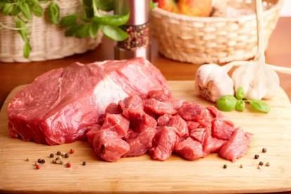 raw-beef-cutting-board