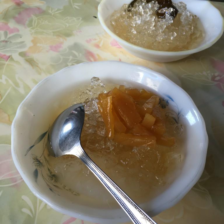 彰化民生地下道旁的 杏仁露冰|好吃鳳梨冰|銅板美食