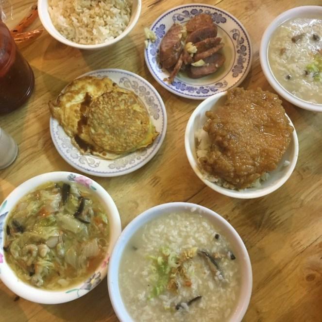 【彰化好吃】青秀香菇肉粥 清粥肉粥配小菜 宵夜的好朋友