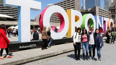 Toronto Sign, Things to See in Toronto, Places to Visit in Toronto, Beautiful Places in Ontario, Toronto Attractions, Nathan Phillips Square,