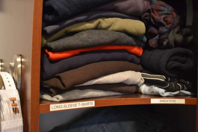 label-closet-shelves-to-make-putting-laundry-away-easy