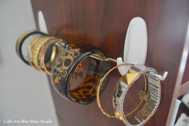 DIY-bracelet-holder-closet-organization-on-a-dime