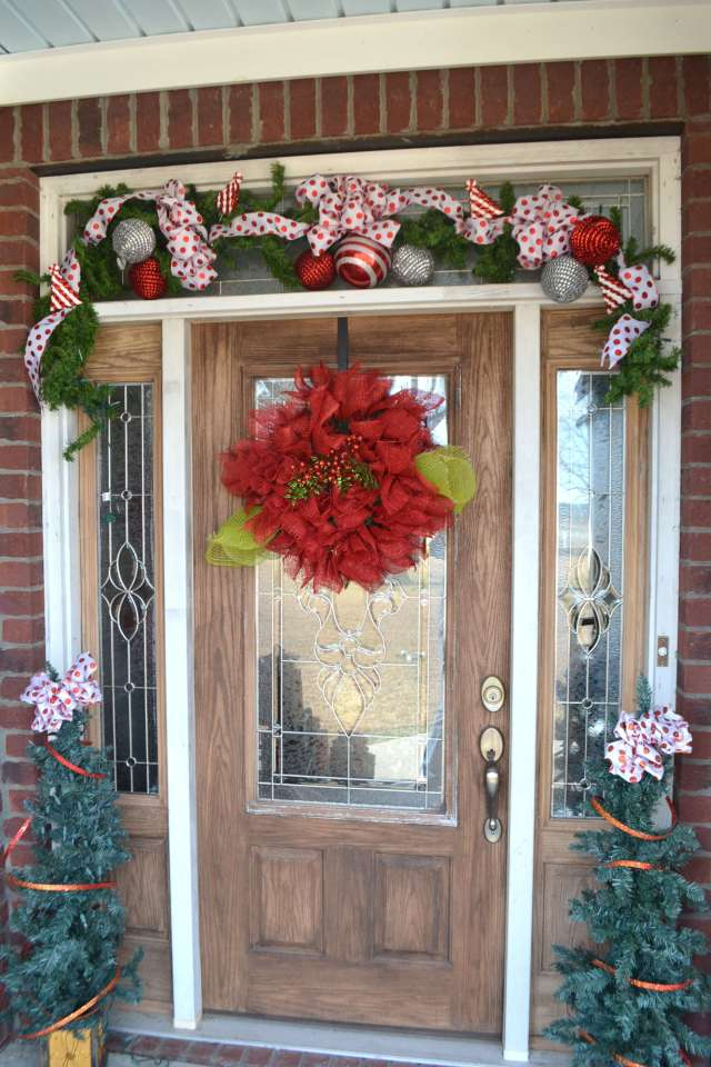 I love this Christmas Front Door and Garland!