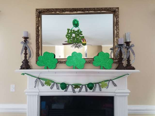 Super cute St. Patrick's Day Mantel