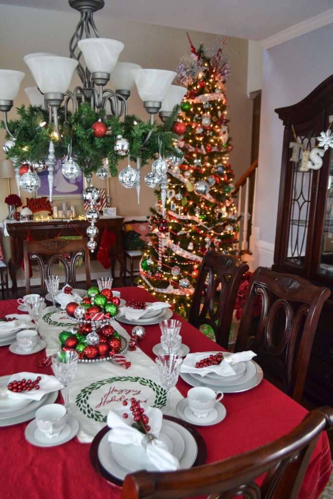 Red and Green Christmas Decor for a formal dining room. I love the sparkles!