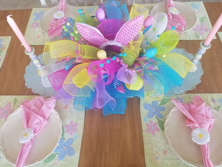 How stinking cute is this Easter Centerpiece? Love it and the Easter Table!