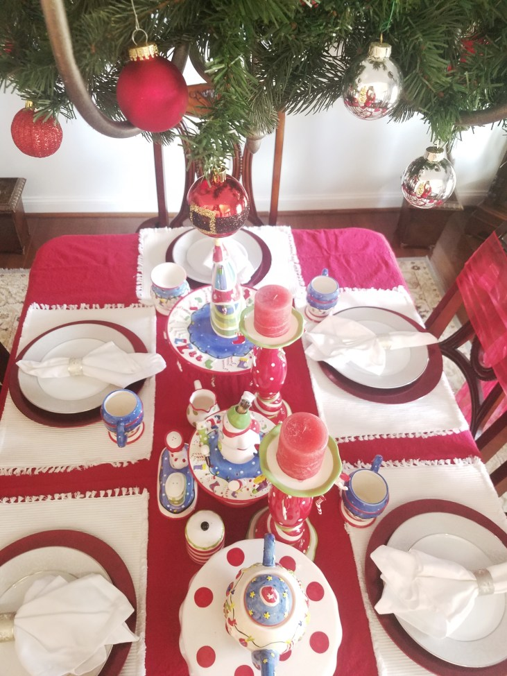 What a pretty Christmas Table!