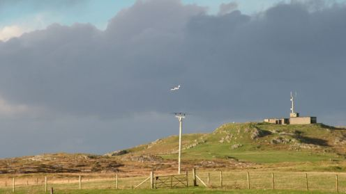 Twin Otter approaches Tiree Airport